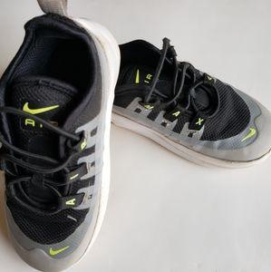 Boys Nike Air Max tennis shoes size 8